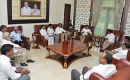 KTR meets YS Jagan Photo Gallery - YSRCongress