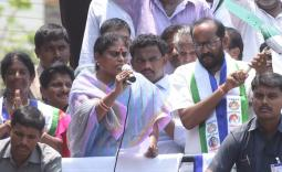 YS Vijayamma Prathipadu Election campaign Photo Gallery - YSRCongress