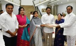 YS Jagan meets KCR at Pragathi Bhavan Photo Gallery - YSRCongress