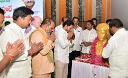 AP CM YS Jagan paying tributes to Mahatma Jyotiba Phule Garu - Photo Gallery - YSRCongress