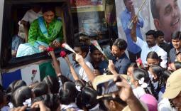 గ్రేటర్ హైదరాబాద్ పరిధిలో షర్మిల పరామర్శయాత్ర రెండవ రోజు