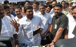 YS Jagan visited the Agri Gold victim's hunger strike camp in Vijayawada