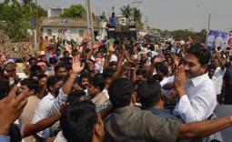 YS Jagan tour in Guntur district for Mirchi farmers