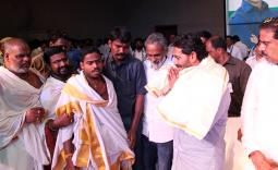 YS Jagan welcomes Malladi Vishnu into party