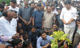 Ys jaganmohanreddy participated at chenetha deeksha at darmavaram
